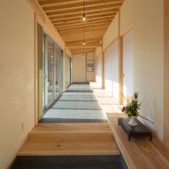 明るく温もりある和風旅館のような上質感に満ちた家
