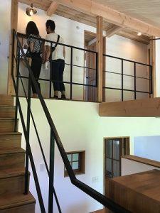 吹き抜けリビング階段