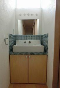 タイルの洗面台